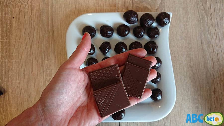 Keto chocolate peanut butter fat bombs ingredients, sugar-free chocolate