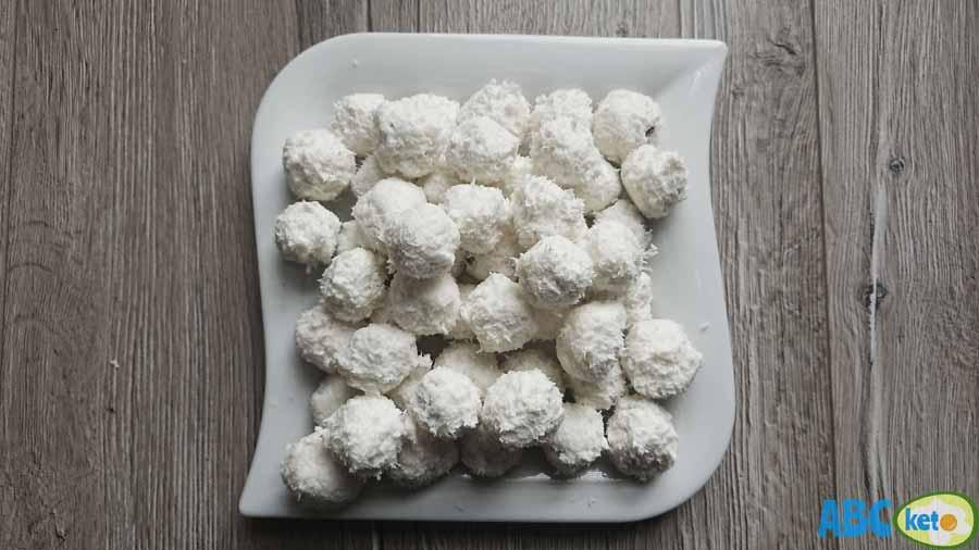 Keto Raffaello balls