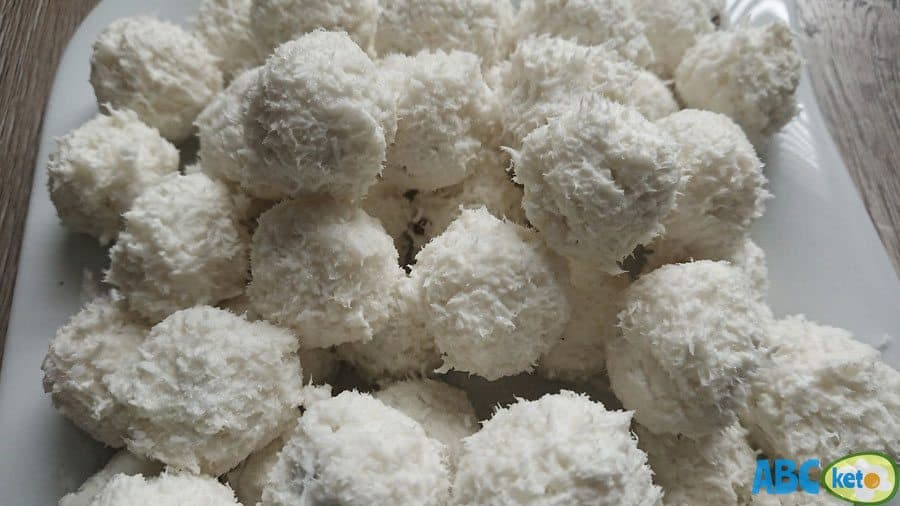 Keto Raffaello balls, Raffaello fat bombs, recipe for keto Raffaello fat bombs