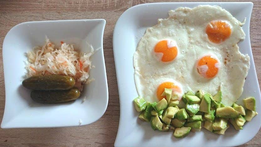 simple keto breakfast, simple keto breakfast recipe, keto breakfast with eggs and avocado