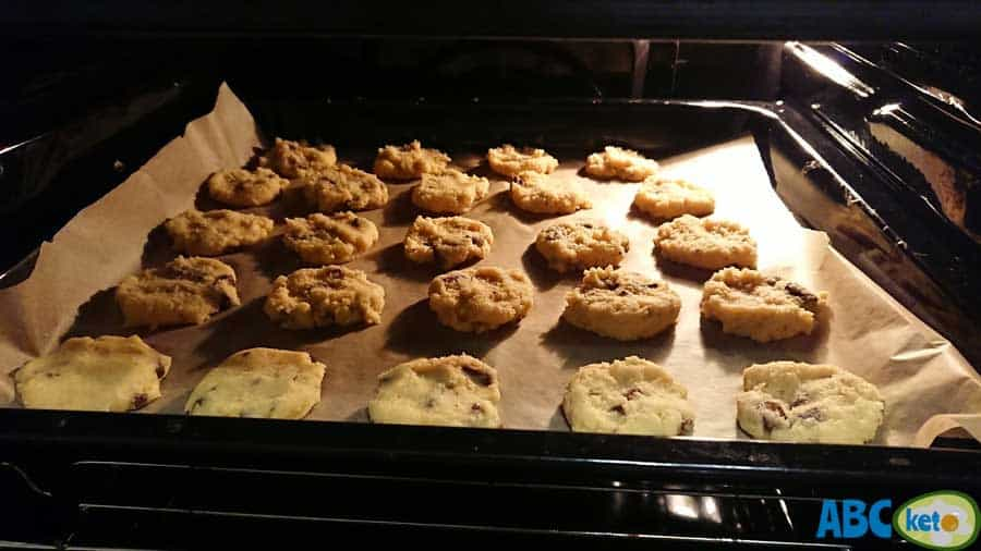 Baking keto peanut butter cookies