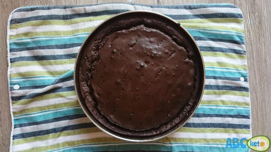 Baked chocolate keto cheesecake