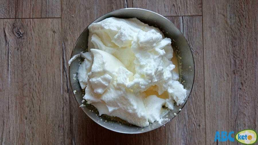 Simple keto cheesecake, adding egg whites