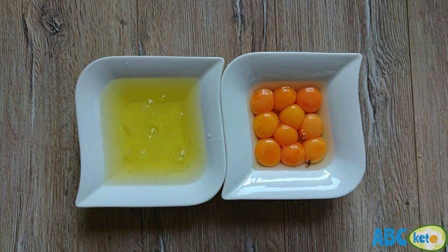 Simple keto cheesecake ingredients, eggs