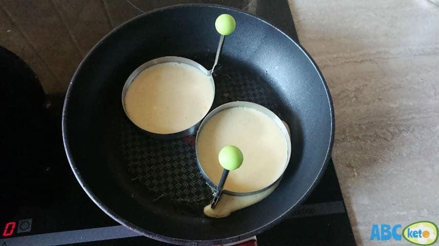 Frying keto pancakes using ring molds